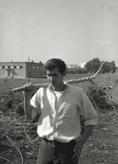 Anthony Perkins in the park of the Cinecittà Studios in Rome, March Rome Attractions, Norman Bates, Anthony Perkins, My Crush, I Love Him, Beautiful Men, Handsome, Actors, Celebrities