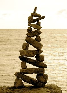 the art of stone balancing gardening on the rocks Search Pictures . Land Art, Stone Balancing, Stone Cairns, Balance Art, Rock Sculpture, Principles Of Design, Environmental Art, Beach Art, Pebble Art