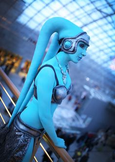 I'm always to impressed with people who cosplay as Twi'lek, so much dedication and skill. Hand sculpted lekku out of latex! A gorgeous Twi'lek cosplay from Star Wars - 10 Twi'lek Cosplays Cosplay Comic Con, Epic Cosplay, Amazing Cosplay, Cosplay Girls, Cosplay Costumes, Anime Cosplay, Halloween Costumes, Reina Amidala, Larp