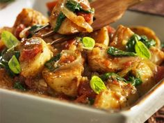 Ofenkartoffeln mit Spinat ist ein Rezept mit frischen Zutaten aus der Kategorie Blattgemüse. Probieren Sie dieses und weitere Rezepte von EAT SMARTER!