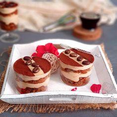 Salem Bonjour Le café est un parfum chaud idéal pour cette période fraîche. Les amateurs de ce parfums et du tiramisu se régalent pleinement. Le tiramisu est un dessert italien qui se traduit par la simplicité et la gourmandise. Une crème onctueuse, savoureuse et délicieuse. On peut le décliner infiniment. Si vous n'êtes pas café, … Biscuit Speculoos, Salem, Cheesecake, Ethnic Recipes, Food, Pastries, Peanut Butter, Fragrance, Italian Desserts