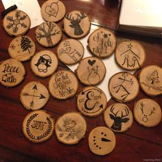 Diy rustic christmas tree ornaments wood slices new ideas Wooden Christmas Crafts, Wooden Ornaments, Wooden Crafts, Diy Christmas Ornaments, Wooden Diy, Rustic Christmas, Holiday Crafts, Christmas Decorations, Ornaments Ideas