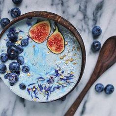 Triple Blue Smoothie Bowl by 💙💦 Smoothie base = Frozen bananas… Smoothie Bowl, Smoothie Detox Plan, Coconut Bowl, Coconut Yogurt, Smothie, Beaux Desserts, Vegan Protein Powder, Breakfast Bowls, Breakfast Smoothies