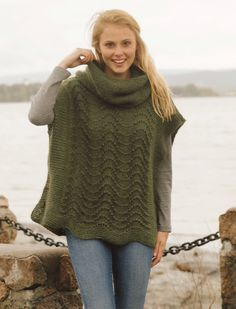 "Sherwood - Knitted DROPS poncho with wavy pattern and detachable collar in garter st in ""Alpaca"" and ""Kid-Silk"". - Free pattern by DROPS Design Knitted Cape, Knit Cowl, Knitted Shawls, Knit Vest, Knitting Patterns Free, Knit Patterns, Free Knitting, Free Pattern, Drops Design"