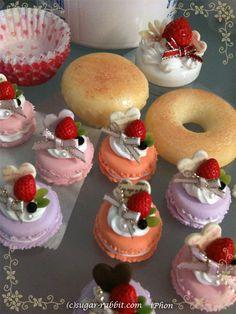 マカロンのバッグチャーム の画像|東京新宿・西日暮里、愛媛・松山 教室 アイシングクッキー、シュガークラフト、スイーツデコ教室の『シュガー・ラビット』 #craycraft #pastelsweets #SuitesDecoration http://sweetsdeco-rabbit.com https://www.facebook.com/sweetsdeco http://ameblo.jp/pastelsweets-rabbit/