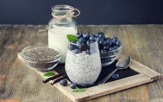 It is a little known fact but chia seeds are a great way to lose weight. While minute, these seeds are some of the best in terms of health benefits. We present the myriad upsides of using chia seeds to lose weight as well as their side effects and. Lidl, No Sugar Challenge, Raw Food Recipes, Healthy Recipes, Food Tips, Vanilla Chia Pudding, Vanilla Yogurt, Mark Hyman, Blueberry Breakfast