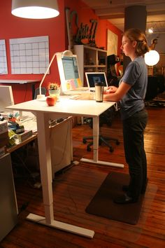 "Humanscale Float Sit-Stand Height-Adjustable Table with an expansive 30""x60"" tabletop; Min Height: 27""; Max Height: 47""; Max Load: 120 lbs: Manual with adjustable counterbalance #standingdesk"