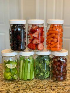 Fruit And Vegetable Storage, Vegetable Snacks, Vegetable Prep, Healthy Snacks Vegetables, Eating Vegetables, Fruit Snacks, Healthy Fridge, Healthy Meal Prep, Healthy Eating