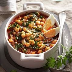 Potaje de garbanzos y acelgas Vegetable Stew, Vegetable Dishes, Spanish Vegetables, Vegetarian Recipes, Healthy Recipes, Spanish Dishes, Mexican Cooking, Soups And Stews, Food To Make
