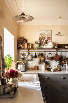Cozy Kitchen, New Kitchen, French Kitchen Decor, Modern French Kitchen, French Bistro Kitchen, Warm Kitchen Colors, French Style Decor, Country Kitchen Designs, French Style Homes