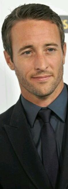 Alex O'Loughlin aka steve mcgarret mmmm