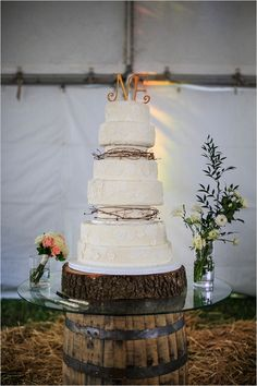 lace wedding cake by frost bake shop #countrywedding #whiteweddingcake #wedddingchicks http://www.weddingchicks.com/2013/12/23/country-chic-wedding-2/