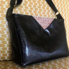 Les bobines de Celestine sur Instagram: • C A M B R I D G E • Bonjour je vous présente un petit sac à main qui va être offert très prochainement... Vous avez peut être reconnu le…