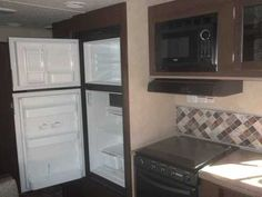 """2016 New Forest River Evo 2250 TRIPLE BUNK HOUSE Travel Trailer in California CA.Recreational Vehicle, rv, 2016 Forest River Evo 2250 TRIPLE BUNK HOUSE, Dry Weight 4301#'s,Push Button Remote Control Power Stab Jacks, Power Awning!!!,LED Awning Light Strip,LED """"Power Saver"""" Interior Light Package,Aluminum Wheels Upgrade,Black Tank Flush,Outside Shower,Roof Ladder,Skylight Over Tub,Entry Swing Away Handle,Battery Disconnect,DVD, MP3, CD, FM Stereo,Solid Corian Like Kitchen Counter Top,Night…"""