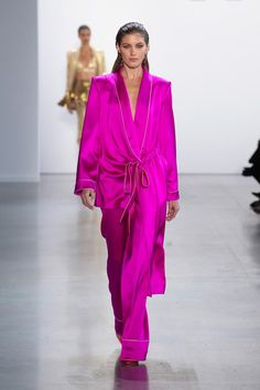 Cong Tri Spring 2020 Ready-to-Wear Fashion Show - Sponsored - Cong Tri Spring 2020 Ready-to-Wear Collection – Sponsored – Vogue - Pink Fashion, I Love Fashion, Fashion 2020, New York Fashion, Runway Fashion, Fashion Show, Fashion Outfits, Fashion Design, Fashion Trends