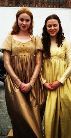 Elizabeth and Cecily Plantagenet in The White Queen tv series.