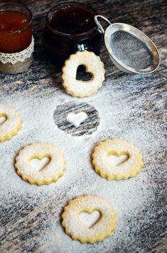 Tízperces, rögtön puha linzer (bögrésen is) Sweet Tooth, Sweets, Cookies, Recipes, Food, Christmas, Crack Crackers, Xmas, Gummi Candy