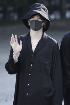 Min Yoongi, the most wanted serial killer of all time in Asia. Park Jimin, a cute c. Suga Suga, Jimin, Min Yoongi Bts, Min Suga, Bts Bangtan Boy, Bts Taehyung, Foto Bts, Bts Photo, Bts Airport