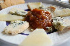 quesos cabrales y manchego  con confituta