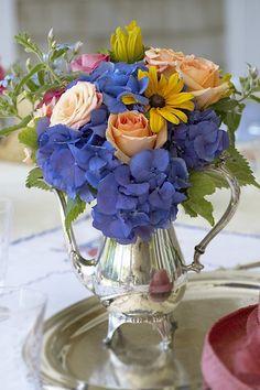♥Blue Hydrangea with Roses