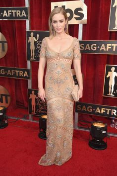 SAG Awards 2017: The Best Dressed: Emily Blunt in a Cavalli Couture gown and Lorraine Schwartz jewelry, carrying a Lee Savage clutch