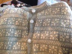 Helle-koften 935 Norwegian Knitting, North Sea, Noodles, Sweaters, How To Make, Fashion, Dots, Threading, Macaroni