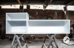 Mueble consola para equipo de sonido y vinilos. Este mueble esta hecho con estructura en MDF con un acabado en poliuretano blanco MATE.