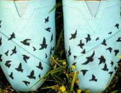 look a those birds on that pair of toms. Those birds are cute. #putabirdonit