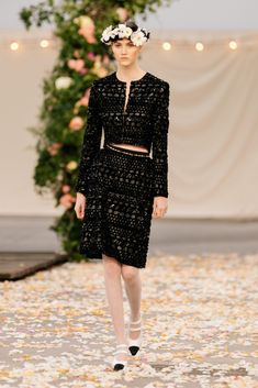 Chanel Spring 2021 Couture – Classy and fabulous way of living Haute Couture Looks, Style Couture, Haute Couture Fashion, Chanel Couture, Primavera Chanel, Moda Chanel, Collection Couture, Spring Couture, Girls Dress Up
