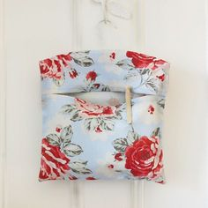 A Vintage-Style Peg Bag Sewing Pattern To Glam Up Your Washing Line