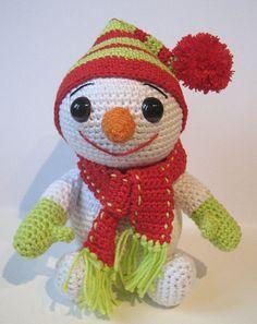 Isn't he cute?? The little snowman pattern by K. Godinez free from Ravelry