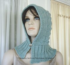 Abby Diamond Hoodie, Hooded Hat pattern by Suzanne Sullivan, Diy Abschnitt, Crochet Hooded Cowl, Hooded Scarf Pattern, Skirt Pattern Free, Free Pattern, Diamond Hoodie, Burgundy Scarf, Hood Pattern, Knitting Accessories, Knitting Patterns Free