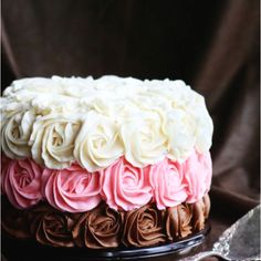 Found this on an advertisement for a cake decorating class. I love it so simple but classy.