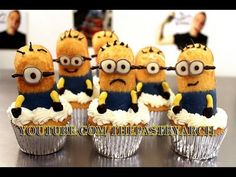 be/frYXfFbBRek - Can we say Chocolate Dipped Twinkies? Check out The Pastryarch twist on Minion cupcakes! Watch my new video and learn how to make these adorable (and delicious) guys!be/frYXfFbBRek Minion Twinkies, Minion Cupcakes, Minion Birthday, Minion Party, Geek Birthday, Birthday Cakes, Cupcake Flower Bouquets, Flower Cupcakes, Cake Decorating Techniques