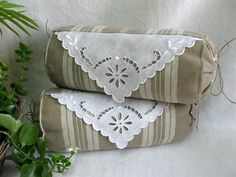UnTrucEnPlus * cet article n'est plus disponible Linen Pillows, Cushions, Throw Pillows, Shabby Chic Guest Room, Memory Pillows, Textiles, Creation Couture, Linens And Lace, Diy And Crafts