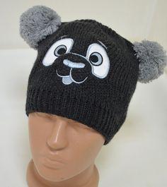 Детска шапка в тъмно сив цвят и светло сиви помпони отгоре - тип МЕЧЕ .Идеален аксесоар за вашето дете.