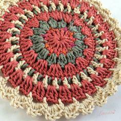 New crochet pillow mandala circles 30 ideas Crochet Mandala Pattern, Crochet Circles, Crochet Round, Crochet Squares, Crochet Home, Cute Crochet, Crochet Crafts, Crochet Doilies, Crochet Flowers