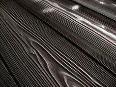 Yakisugi ( 焼杉 ) lub bardziej oficjalnie: shōsugiban  ( 焼杉板)  to nazwa tradycyjnej japońskiej techniki konserwacji drewna budowlanego poprze...