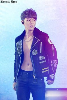 Donghyuk IKON OMG HE LOOKS AMAZING