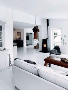 The warm and inviting Danish home of Henrik Hemmingsen (Fil de Fer) in monochrome. #white #sittingroom.