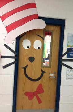 Per tutte le creative altre idee speciali per decorare le porte della sezione a Natale..