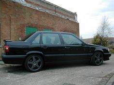 Volvo 850 - my car in the States - almost a must when you are from Scandinavia. Actually also a must in my neighbourhood North Barrington. Precise fast cornering when navigating the local streets around rush hour traffic - not liked by US patriots though...
