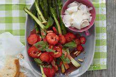 Grüner Spargel mit Balsamico-Erdbeeren