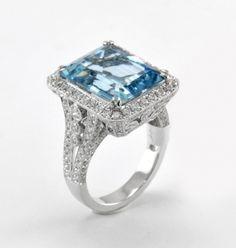 Aquamarine Engagement Ring. LITERALLY PERFECTION.