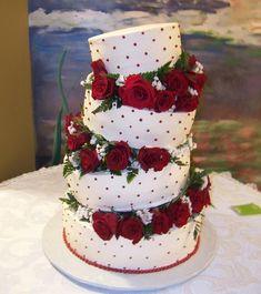 Red rose & polka dot wedding cake