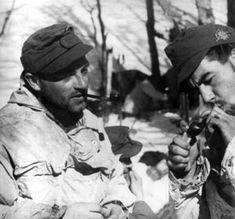Gebirgsjäger of the 5. Gebirgs-Division take a break on the Italian front. Circa 1944.