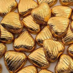 Chocolate Hearts, Covered in Gold Foil Chocolate Wedding Favors, Wedding Favours, Wedding Ideas, Wedding Decorations, Heart Of Gold, Love Heart, Heart Gif, Gold Stars, Le Croissant