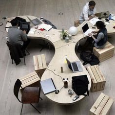 hub table serpentine? CHURTICHAGA+QUADRA-SALCEDO arquitectos