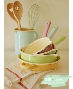 http://2.bp.blogspot.com/-Ojf0LXuvMh0/U7aJVkfHa9I/AAAAAAAAJbo/jHIgb6rQ0CI/s1600/ushiilandia_kuchnia+ushii+6+naczynia+emaliowane_vintage+kitchen.png