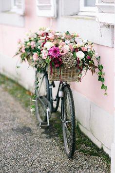 Flower adorned bike | Hanna Witte Photography
